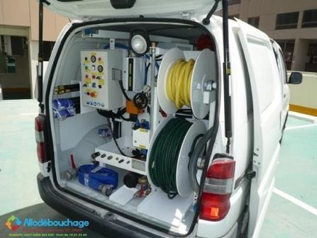 Société de débouchage vehicule haute pression.jpg